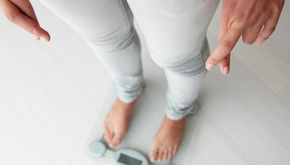 SPISEFORSTYRRELSER HOS BARN: Uvaner som å unngå enkelte typer mat, hoppe over måltider, vektendring, kroppsforakt, sosial isolasjon og humørsvingninger er noen tegn på at barnet ditt kan ha en spiseforstyrrelse.