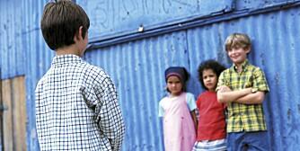 BARN SOM MOBBER. Det er ikke nødvendigvis bare bøller som mobber. Ofte er det barn som er redde for å bli holdt utenfor selv.