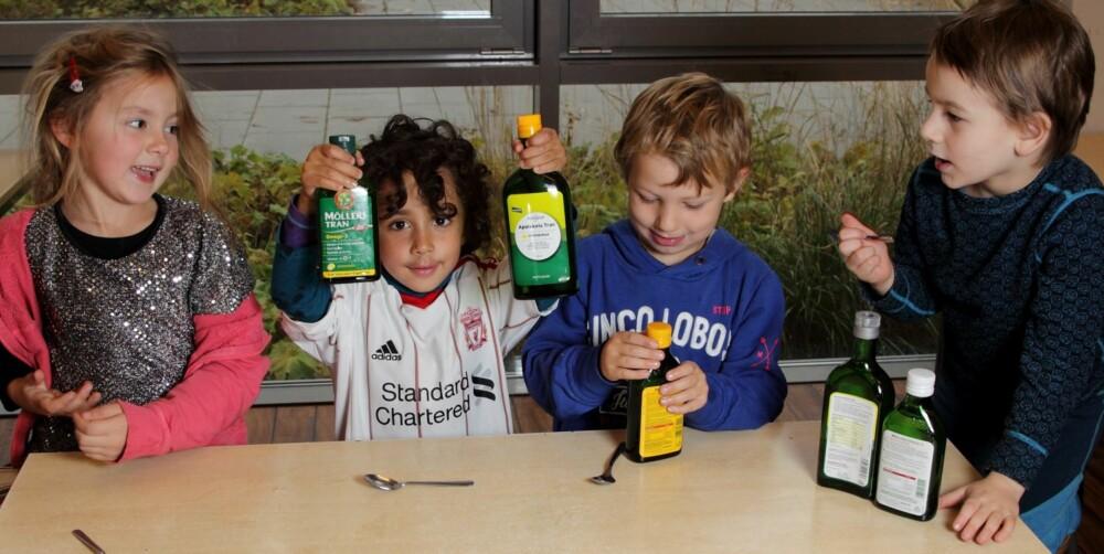 FULL POTT: Vilde (5) (f.v.), Lucas (4), Mats (5) og Lucas (5) i Eventyrstua barnehage smakte på tran for Foreldre & Barn. Guttene ga alle typene terningkast seks, mens Vilde var litt mer skeptisk.