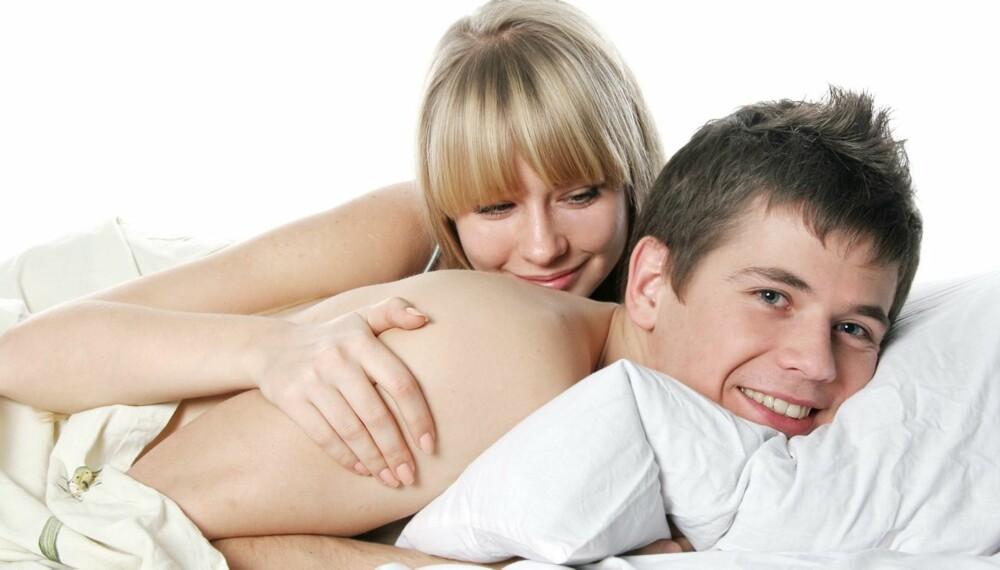 FASTE SOVESTILLINGER: Sover du på siden, på magen eller på rygg? Tett inntil, eller så langt unna kjæresten så mulig? Ifølge forskere henger dette sammen med hvilken personlighet du har.