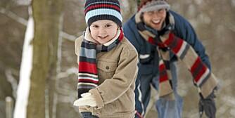 En tur i akebakken:  Å sette av tid til små, gode opplevelser i hverdagen bidrar til å gjøre barna dine lykkelige.
