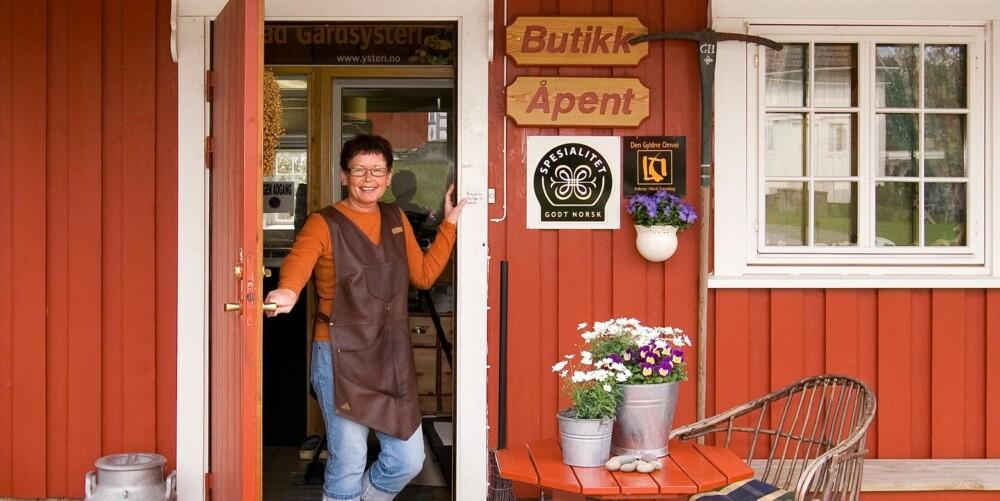GÅRDSBUTIKKER: På Gangstad gård på Inderøy kan du oppleve dagliglivet på gården med hjemmelaget fløteis i hånden.