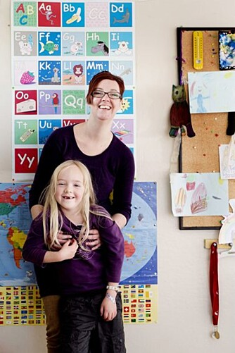 STOLT MAMMA: Kjellaug Bjerkli Haarberg har slitt med psykiske lidelser siden barndommen. Nå ønsker hun å gi datteren Solveig omsorg og trygghet, til tross for sykdommen.