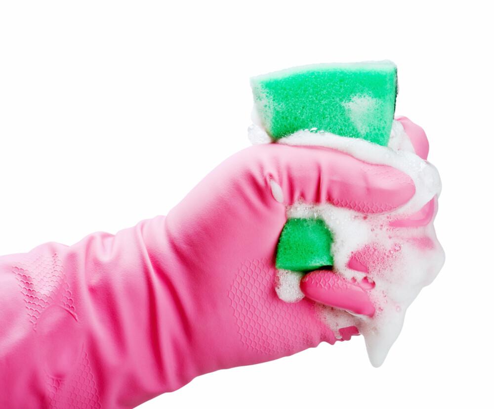 DESINFEKSJON: Desinfeksjonsmidler til for eksempel boblebad er noe barna må holdes langt unna.