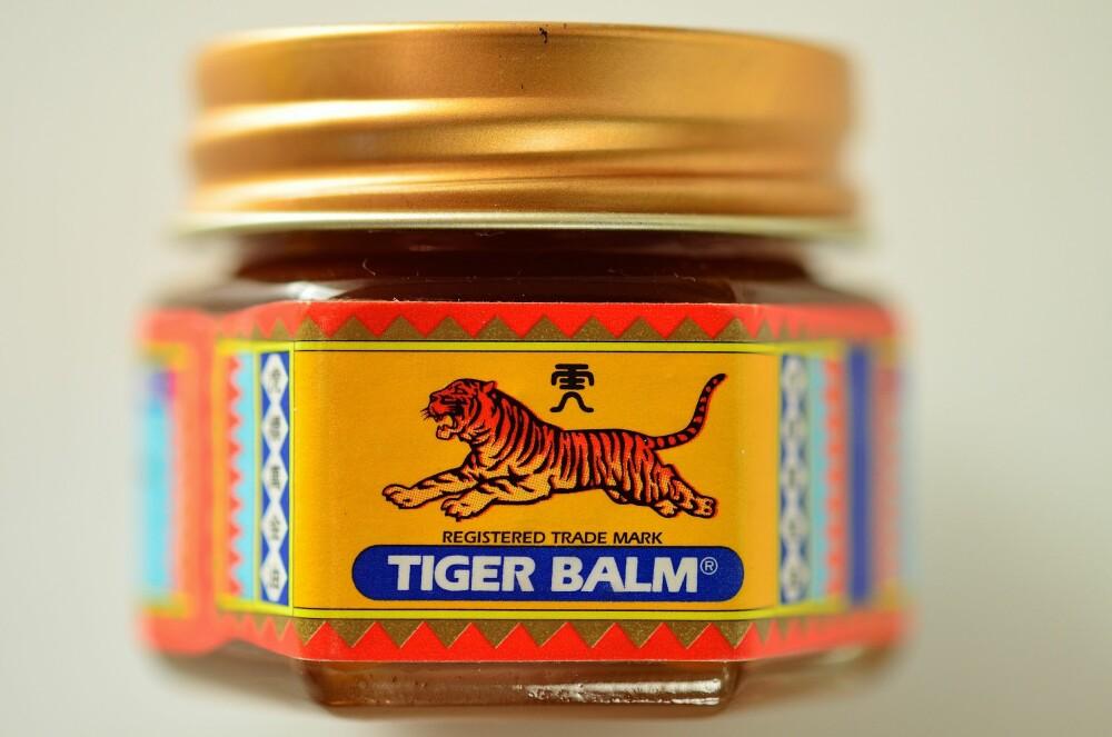 TIGERBALSAM: Denne inneholder giftige ingredienser og bør holdes langt unna barnemunnen.