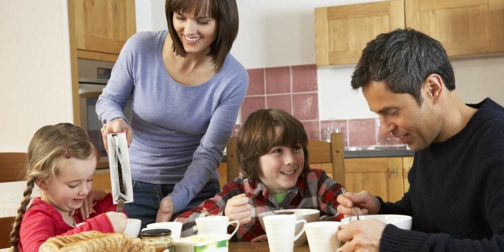 HYGGESTUND: Kjefting og stress om morgenen gir en dårlig start på dagen for både små og store. Er barna sure, bør de voksne gjøre en innsats for å skape en hyggelig stemning.