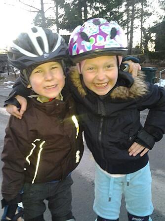 ER ALENE: Ida (7) og Theo (6) går alene hjem fra skolen og er alene en times tid før foreldrene kommer.