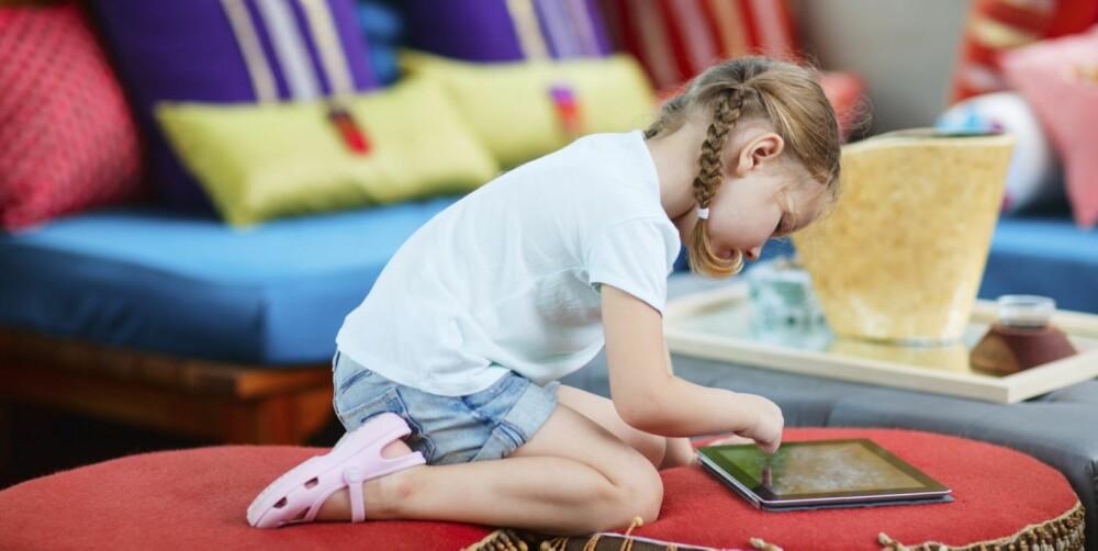 ALENE HJEMME: Start i det små. La barnet være alene hjemme mens du tar en liten tur på butikken, eller jogger en halvtime.
