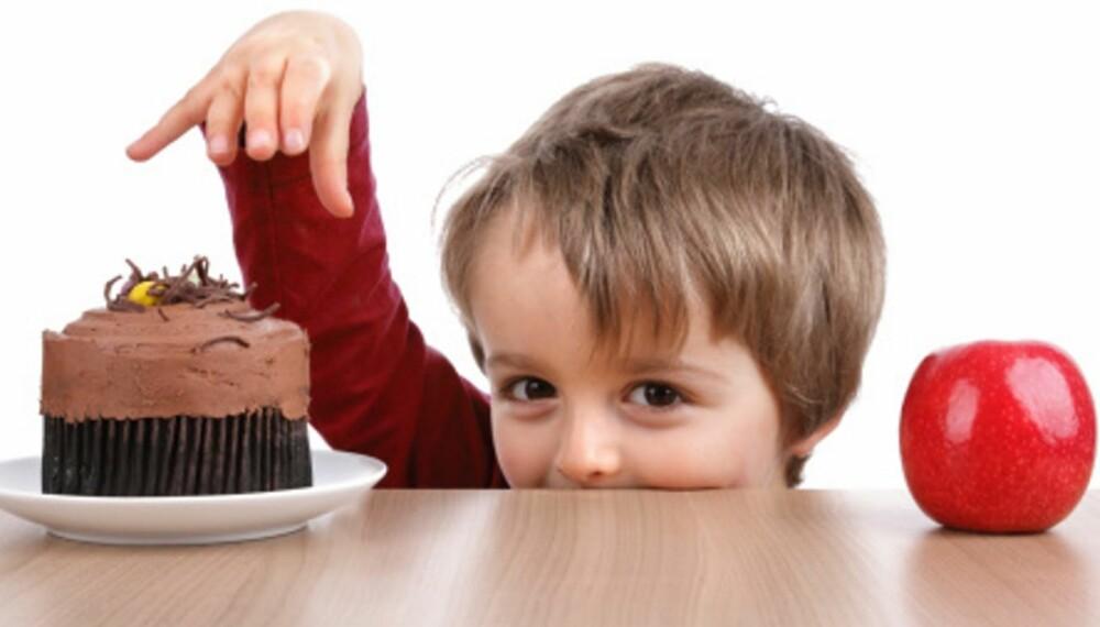 VALGETS KVALER: Det er ikke lurt å spørre om barnet vil ha kake eller eple til dessert - om du allerede har bestemt deg for at han skal ha eple.