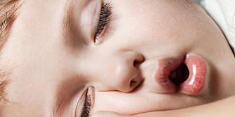 FARE PÅ FERDE: Snorker barnet ditt? Da bør du nevne det for legen.