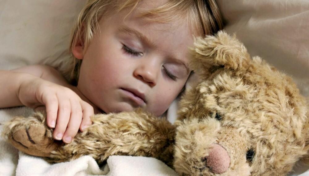 SOVER SØTT: Barn sover mindre nå enn for 20-30 år siden. Men for lite søvn kan få konsekvenser for barnets helse.