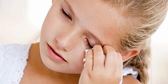 VONDT I HODET: Mange barn og unge tar smertestillende, men får ikke hjelp til å løse problemene som forårsaker hodepinen.
