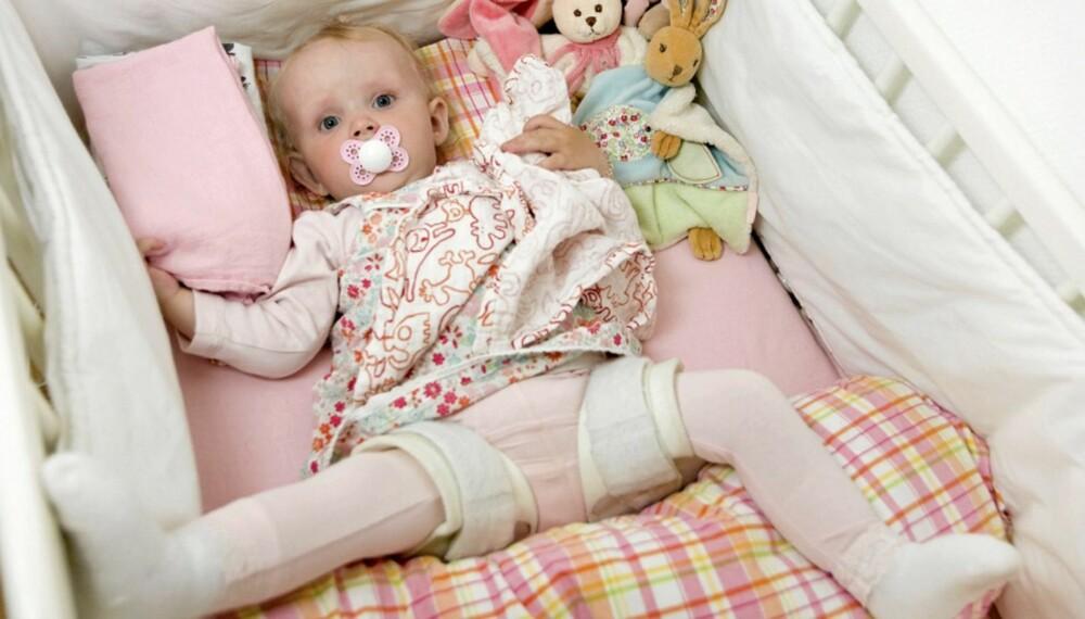 BEINTØFF BARNDOM: Først etter 6 måneder fikk Ariel stilt diagnosen hoftedysplasi.