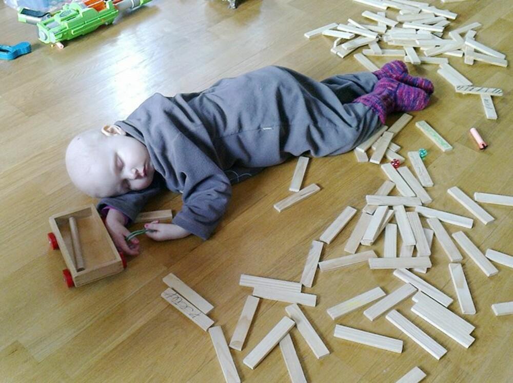 SLITEN: Da Isabella var syk, trengte hun mye hvile. Ofte endte leken i drømmeland.