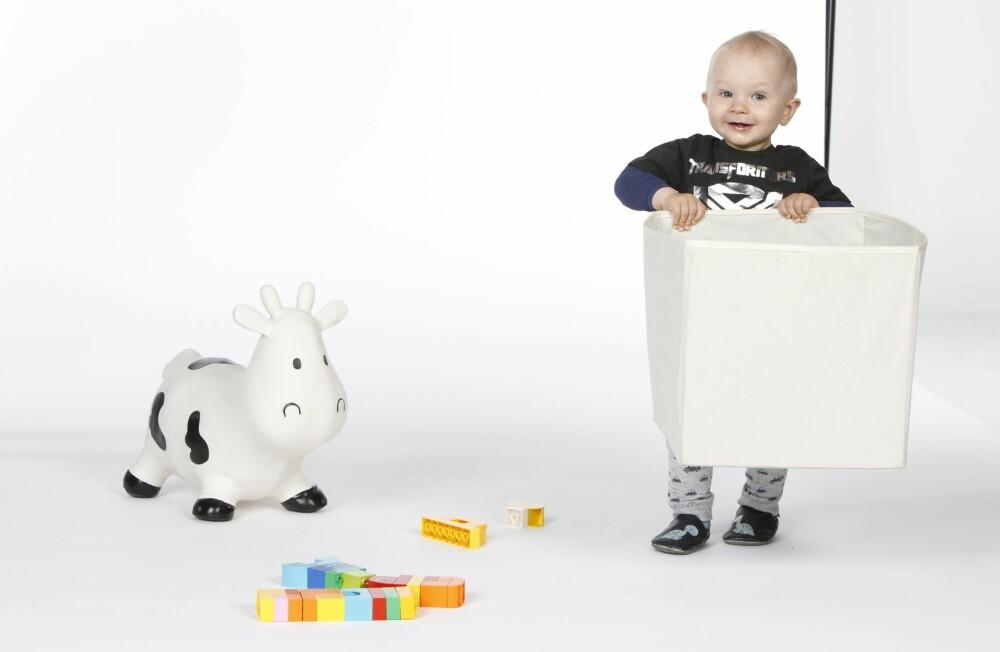 MESTRING: Barna kan oppleve mestringsfølelse av å få bidra litt til ryddingen.