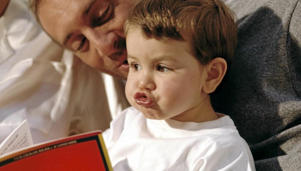 HØYTLESNING: Leser du høyt for barnet fra tidlig alder av, vil barnet ditt gjøre det bedre på skolen, ifølge forskere.