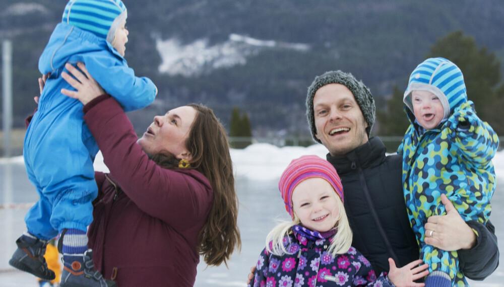 TVILLINGFAMILIE: Mari Persson og Steffen Waaler Sandnes har en travel hverdag med tvillingene Anton og Herman og datteren Synne.