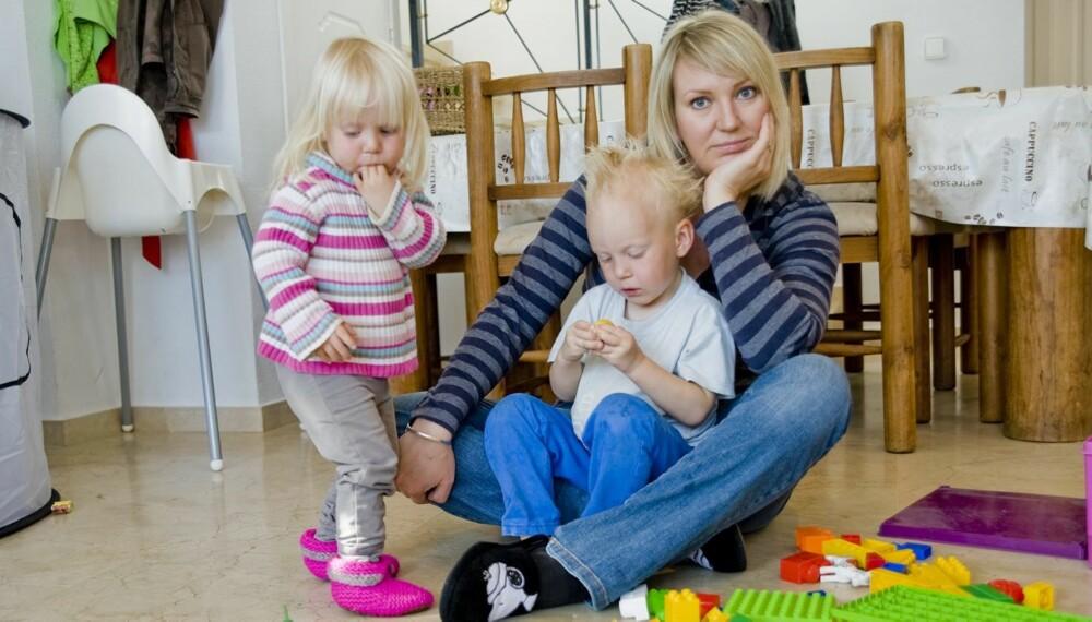 IKKE ALLTID LIKE GØY: Frilansjournalist og småbarnsmamma Marte Frimand-Anda er ikke redd for å si at hun synes det kan være kjedelig og slitsomt å leke med barna. Selv om kritikken fra andre mødre kan være krass.