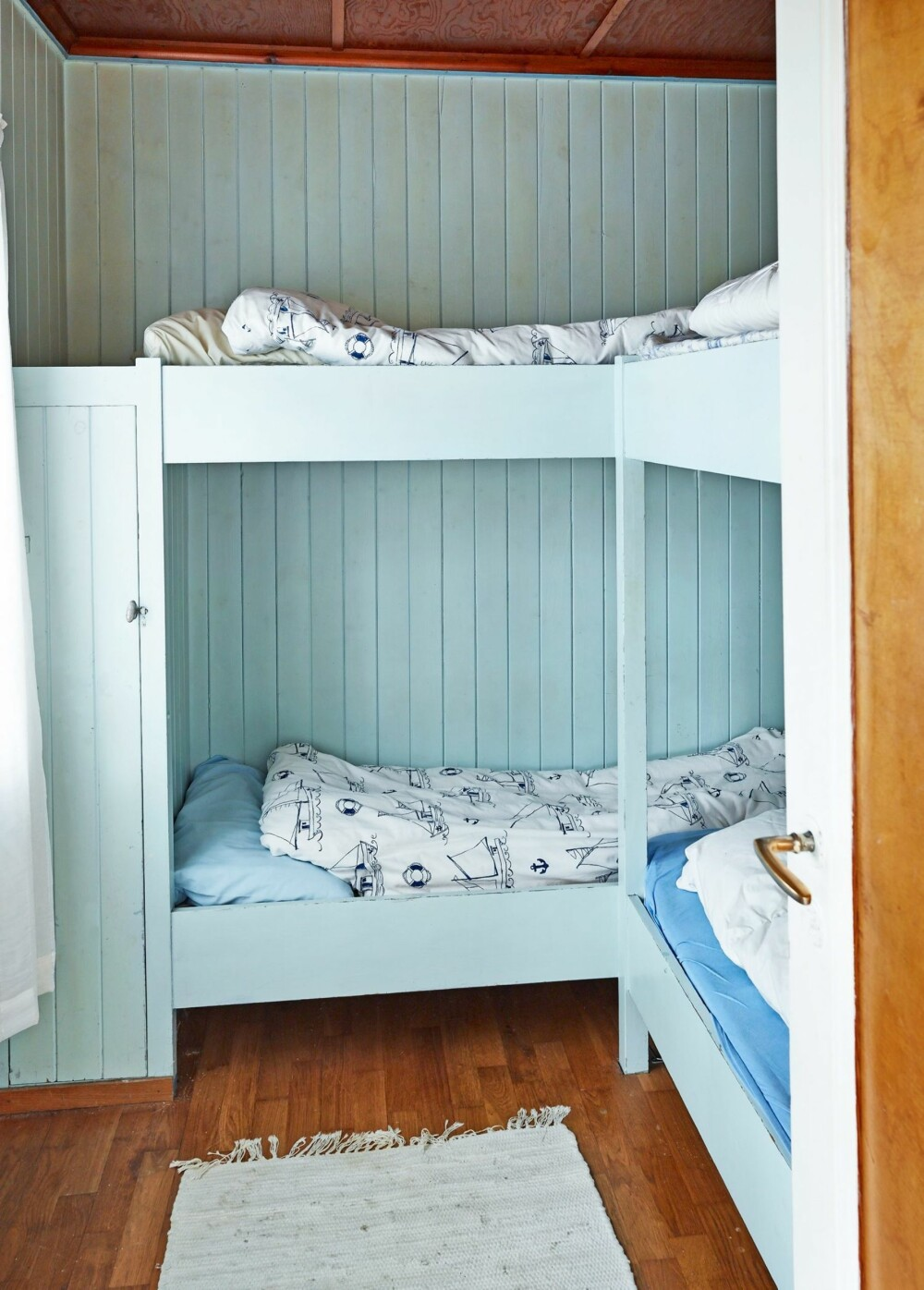 ORIGINALT: Opprinnelig hadde hytta kun ett soverom med køyeplass til hele familien; to barn og to voksne. Dette rommet er fortsatt helt intakt, slik det sto ferdig sommeren i 1946.