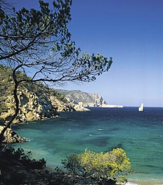 IDYLL: Man tenker kanskje ikke med det første at partyøya Ibiza kan ha utsikter og idylliske plasser som dette.