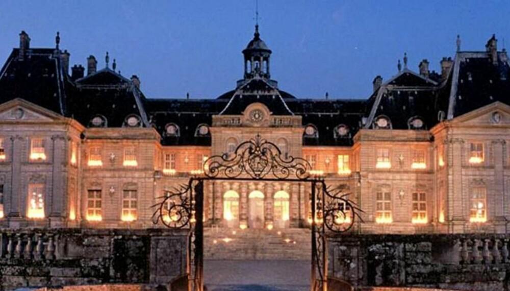 BILLIGST: Finn ut hvor du kan overnatte i Paris til den aller billigste prisen.