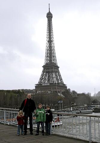 GÅTUR: Etter besøket i Eiffeltårnet kan dere ta beina fatt langs Seinen i retning Louvre.