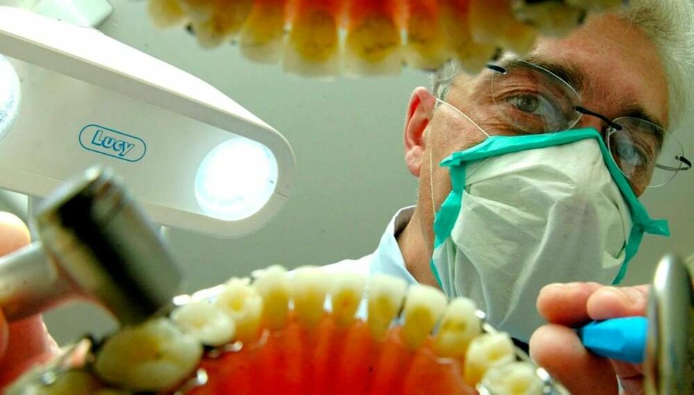 PENGER Å SPARE: Prisen på et tannlegebesøk i Norge kan bli langt dyrere enn en tur til utlandet.