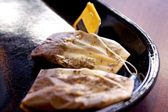 HOVNE ØYNE: Billig-te inneholder mer tanniner enn fin te og virker mer dempende på hevelser.