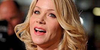 FRISKMELDT: Christina Applegates mareritt er over. Nå er hun kvitt brystkreften.
