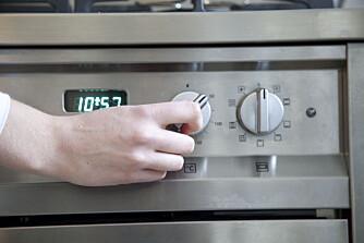 BARE SJEKKE EN SISTE GANG: De som lider av tvangstanker kan bruke timer på å sjekke om ovnen er helt skrudd av. ILLUSTRASJONSFOTO: Colourbox
