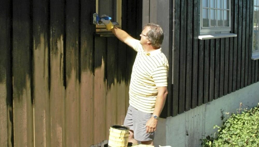 OVERFLATEBEHANDLING: Beis elelr dekkbeis krever mindre arbeid enn maling, men overflaten må vedlikeholdes dobbelt så ofte.