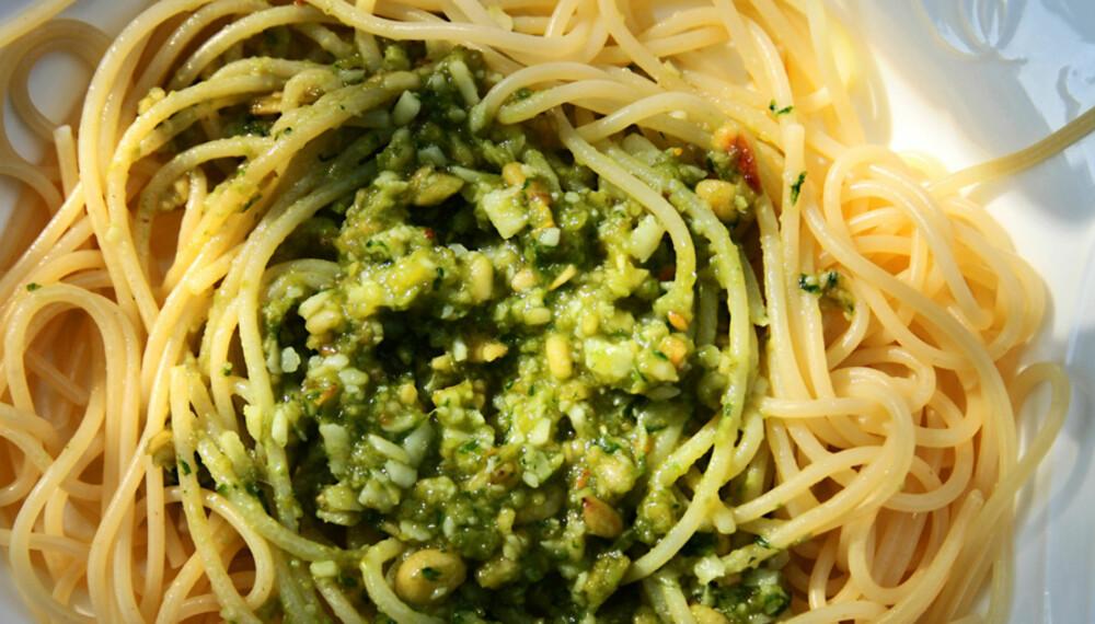 BILLIG MIDDAG: God mat behøver ikke være dyr. Pesto og chili con carne gir mye smak for pengene.