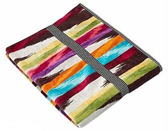 STILIGE STRIPER: Det er hyggelig med fine ting også på vaskerommet. Håndklær i flotte farger, som disse fra Missoni, pynter utvilsomt opp.