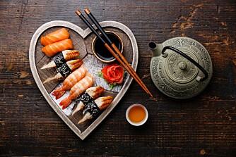 SUSHI: Sushi er friskmeldt for gravide, så lenge du dropper biten med tunfisk.