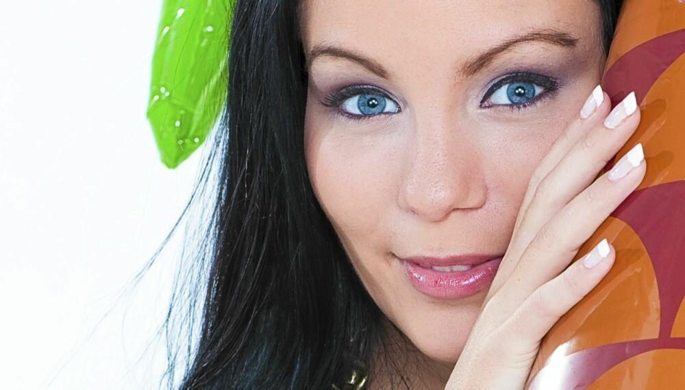 GRAVID OG KLAR FOR PARTY: Stine Marie Lothe Svendsen (22) fra 'Paradise Hotel' vil ikke bli som andre mødre.