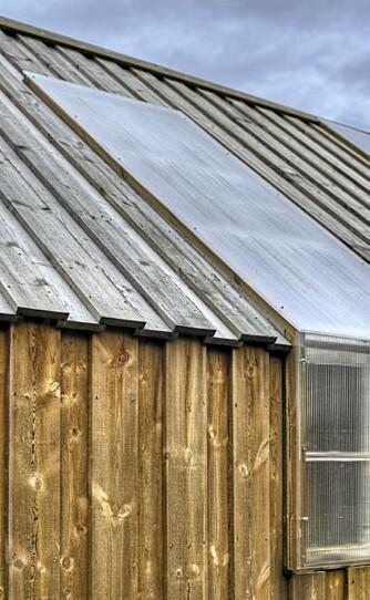 FRITT PERSPEKTIV: De gamle vinduene fra gården på stedet ble plassert der de passet best i naustet.