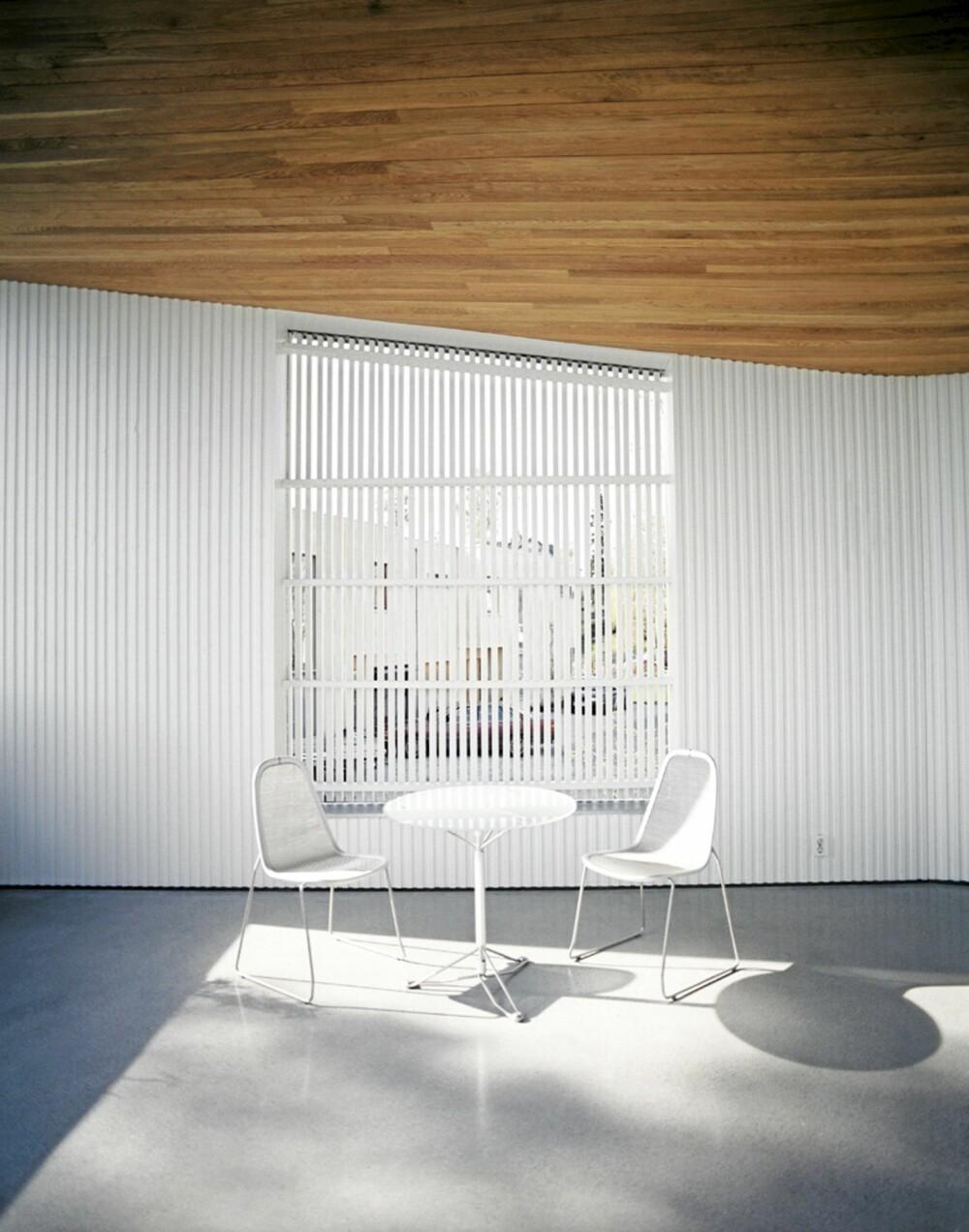 SIKKER ELEGANSE: Ingen ting kan måle seg med den enkle elegansen i moderne interiører. Plasstøpt, ubehandlet betong i husets første etasje.