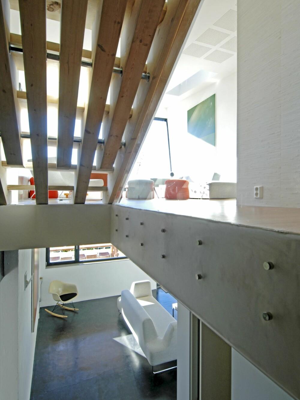 TOPP MED TRAPP: Når trappen er så kul som dette, blir den til et møbel midt i huset.
