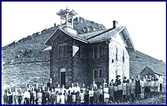 I GAMLE DAGER: I Denver hadde det gamle skolehuset stor betydning i lokalsamfunnet.