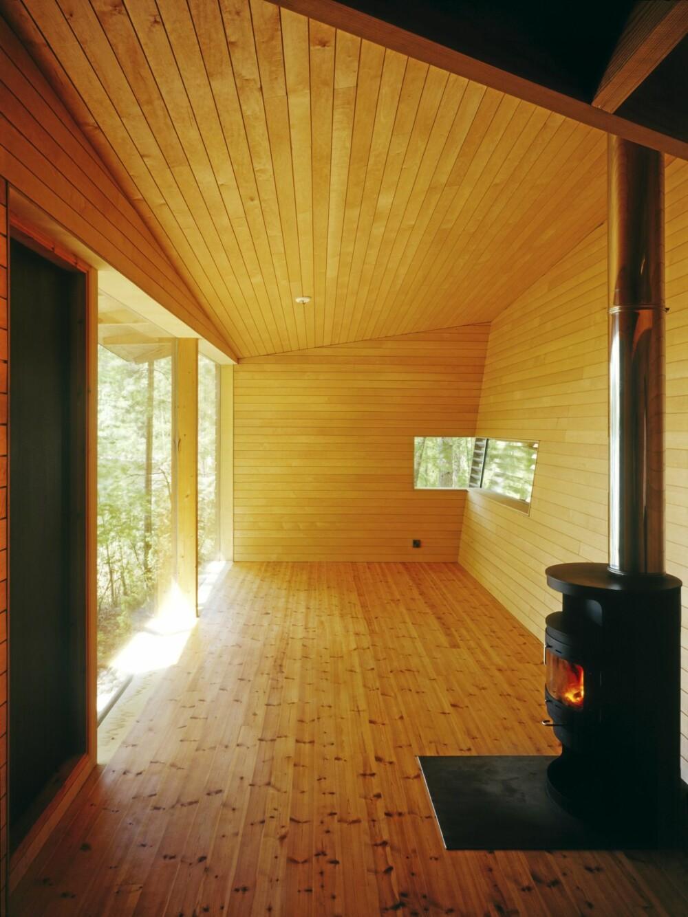 STRØKEN STIL: Så lekker og renlinjet kan interiøret i en sauna bli. Vegger kledd med panel av or.