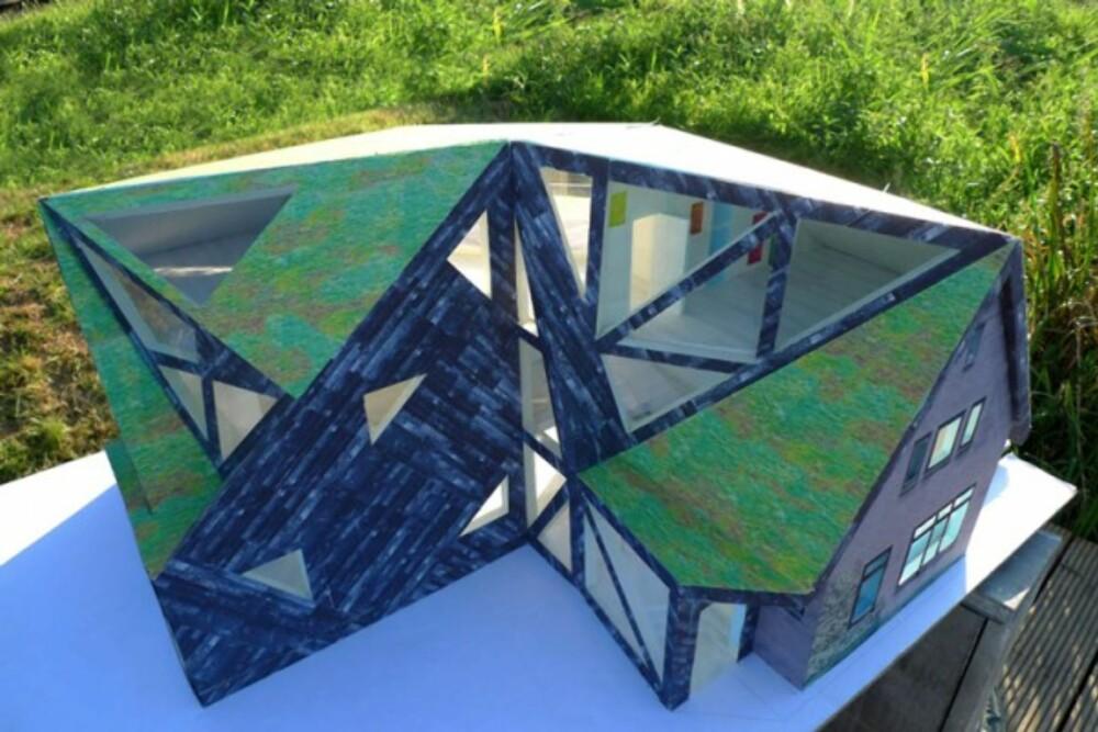 UNIKT: Fra luften ses bedre hvordan nybygget fungerer som et lokk på huset.