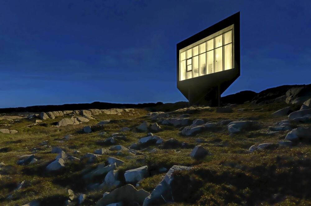 MAGISK: Dette er sted for ensomhet og ettertanke. Bygningen svever nærmest vektløst over bakken.
