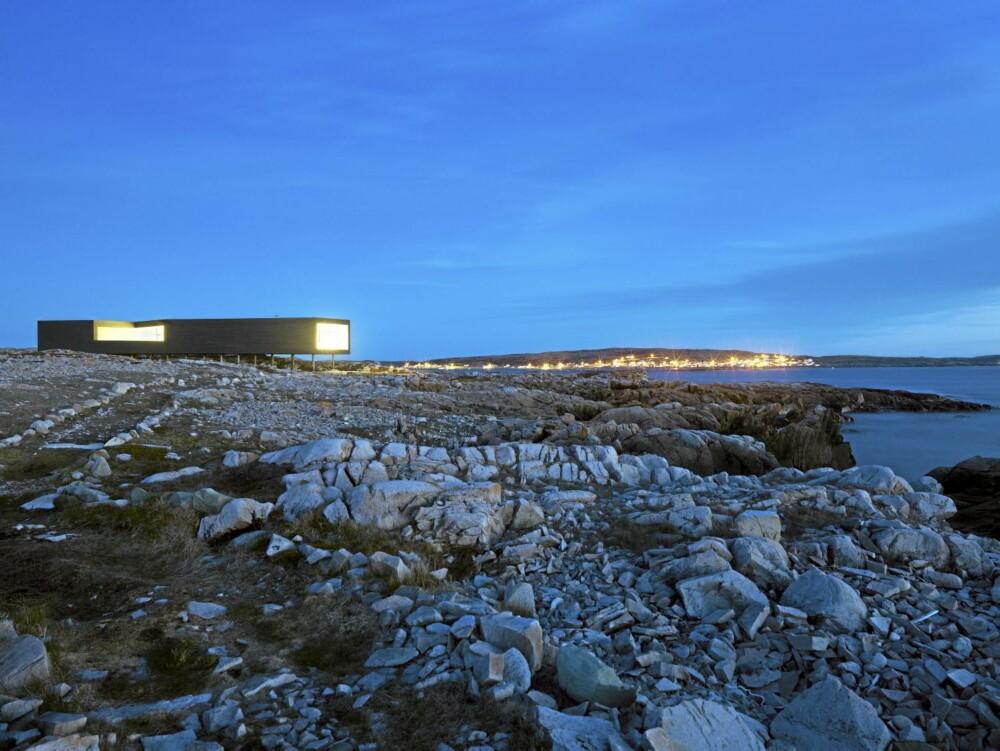 LANGSTRAKT:Det første atelieret i rekken,  The Long Studio på 120 kvm glitrer mot den arktiske kveldshimmelen.