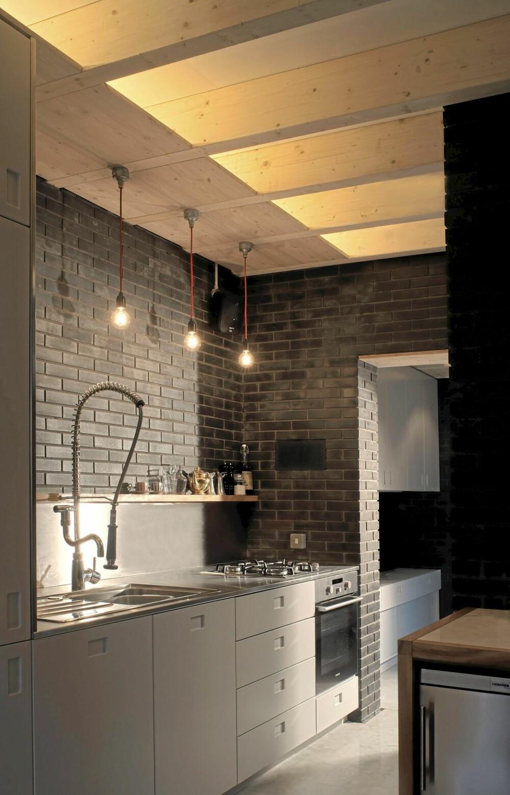 PLASSUTNYTTELSE: Huset inneholder to soverom, to bad, kjøkken og stue/spisestue.