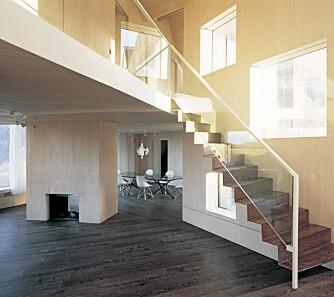ARKITEKTURVINNER: Interiøret i den nye delen er holdt i en ren og lys stil, og det er brukt mye plater og limtre.