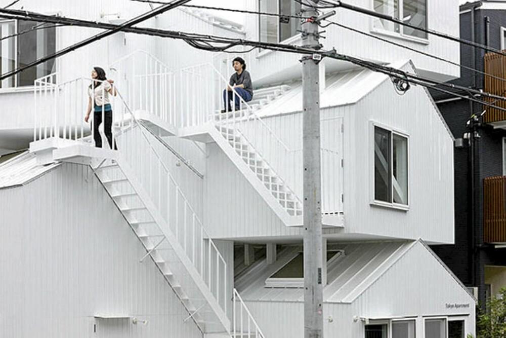 TRAPPER: Leilighetene og rommene er forbundet med både innvendige og utvendige trapper.
