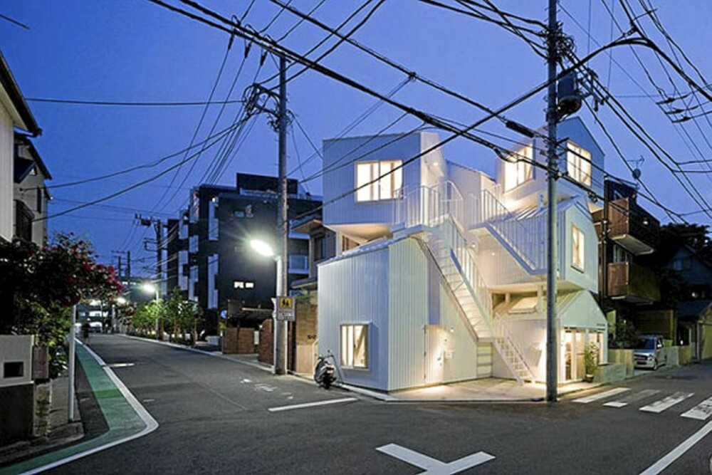 STABLEHUS: 13 elementer er stablet opp på hverandre for å skape dette huset.