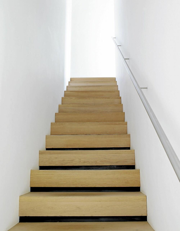 OPPTRAPPET. Trappen mellom første og annen etasje er tegnet perfekt inn i boligen.