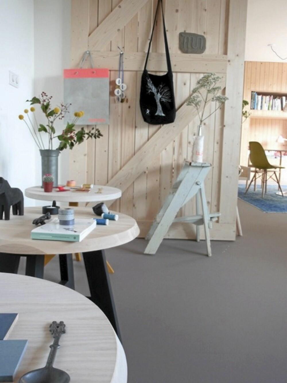 SLOW WOOD: De fleste møblene i Starkenburg sin bolig er designet av han selv