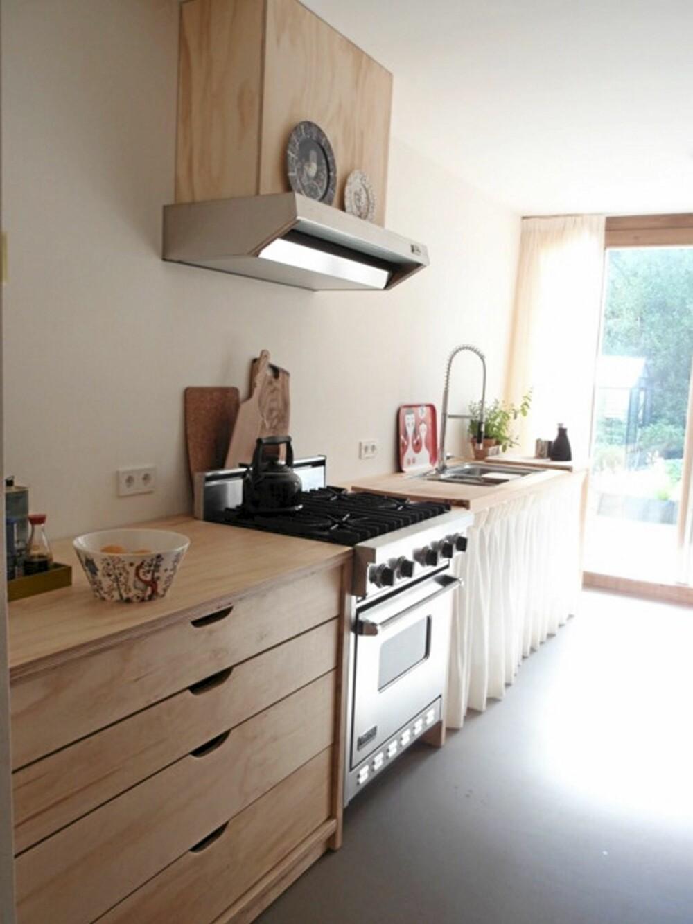 KJØKKEN: Også kjøkkenet er i tre og har et rent og naturlig uttrykk